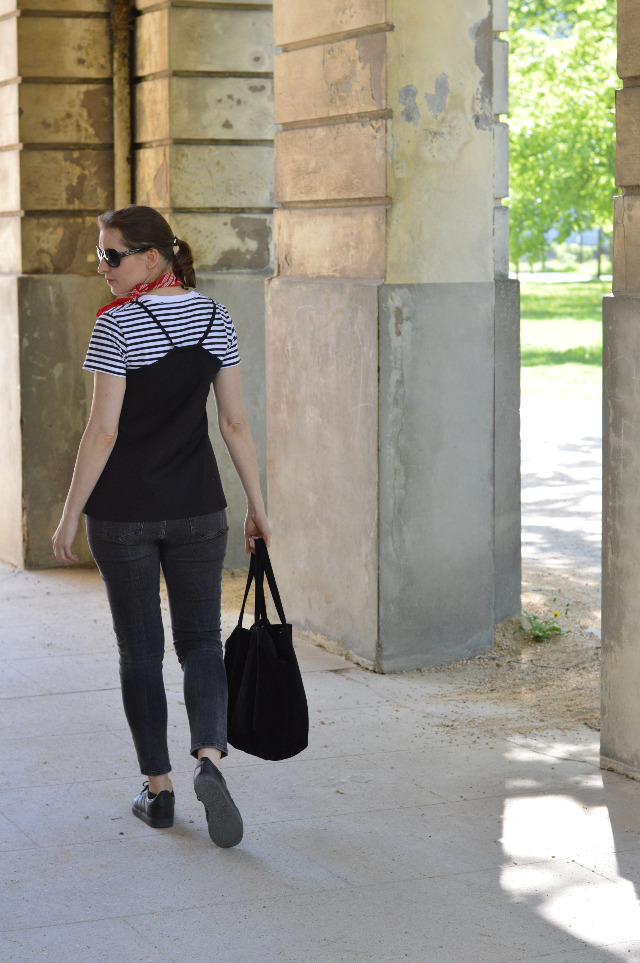 How to upgrade your casual outfit - Me-made camisole burdastyle, Uniqlo striped T-shirt, Zara grey jeans, red bandana, Mango bag black, Adidas Gazelle sneakers black ... Sewionista.com ... Sewing ... Slow Fashion ... DIY