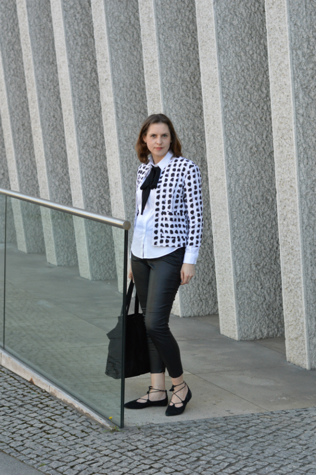 How a PDF sewing pattern is created - me-made Grande Arche Jacket from Sewionista Patterns, white blouse, black bow, black fake leather leggings, Oscar de la Renta sunglasses, black lace-up flats ... Sewionista.com ... Sewing ... Slow Fashion ... DIY
