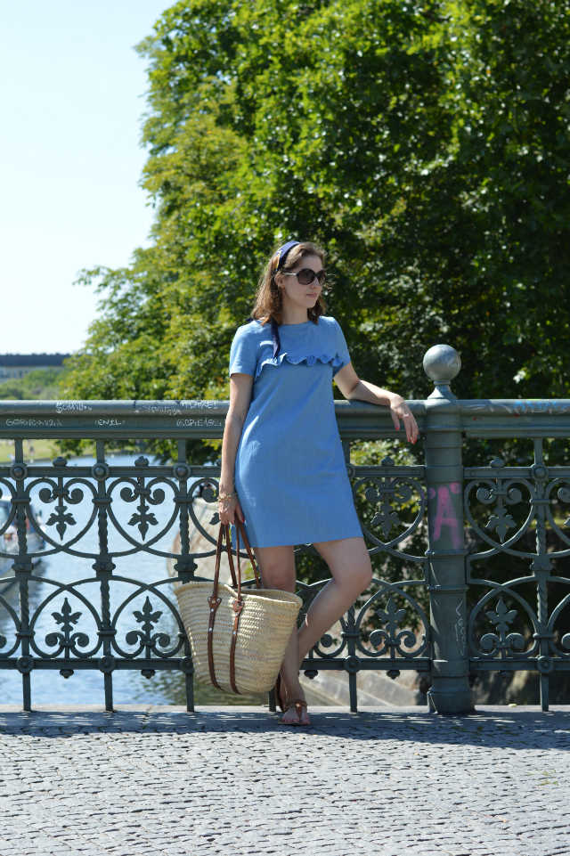 Vacation outfit - me-made denim dress Falaise sewing pattern Sewionista Patterns, Dior silk scarf as headband, straw bag, Tommy Hilfiger sunglasses, brown sandals ... Sewionista.com ... Sewing ... Slow Fashion ... DIY