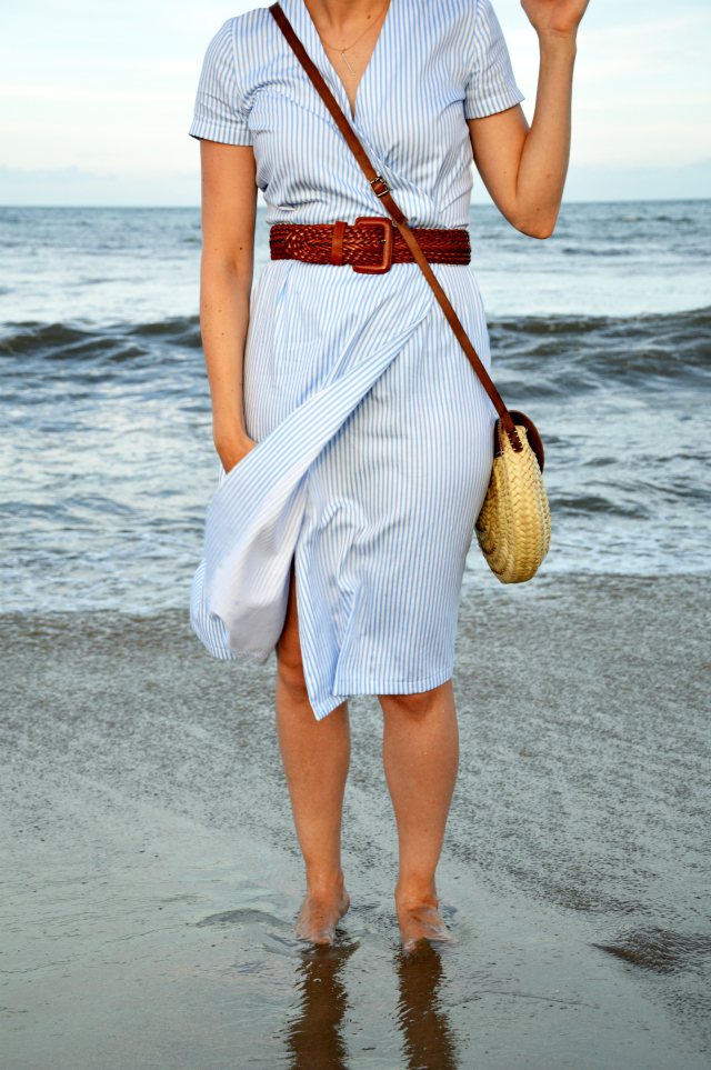 Vacation outfit 2019 - me-made light blue/white striped wrap dress pattern 122 Burda 10/2011, brown belt, straw bag, brown sandals ... Sewionista.com ... Sewing ... Slow Fashion ... DIY