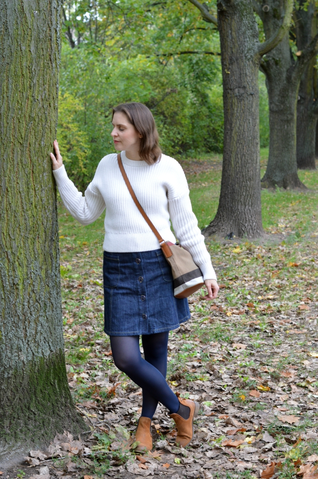 Herbst Outfit - selbstgenähter Jeansrock Schnitt 1B Burda Easy FS 2016, & Other Stories Pullover, Burberry Ashby Small Tasche, Chelsea Boots ... Sewionista.com ... Nähen ... Slow Fashion ... DIY